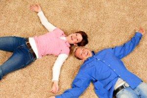 ist2_2332113-enjoying-our-new-carpet